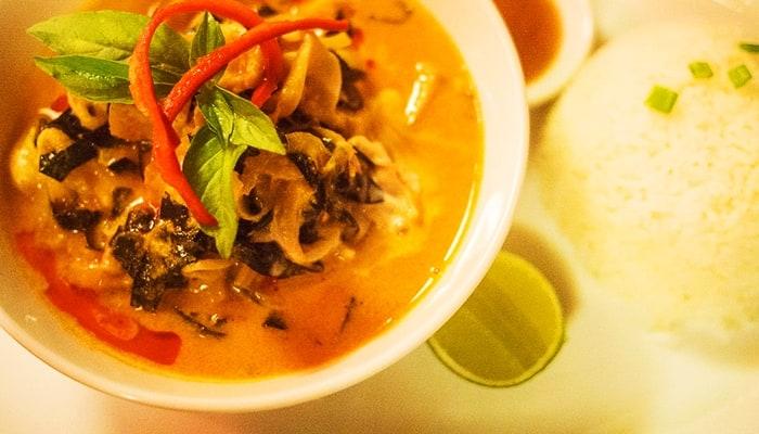 Từ món gốc ăn với gà thì Amok đã có nhiều biến thể khác.