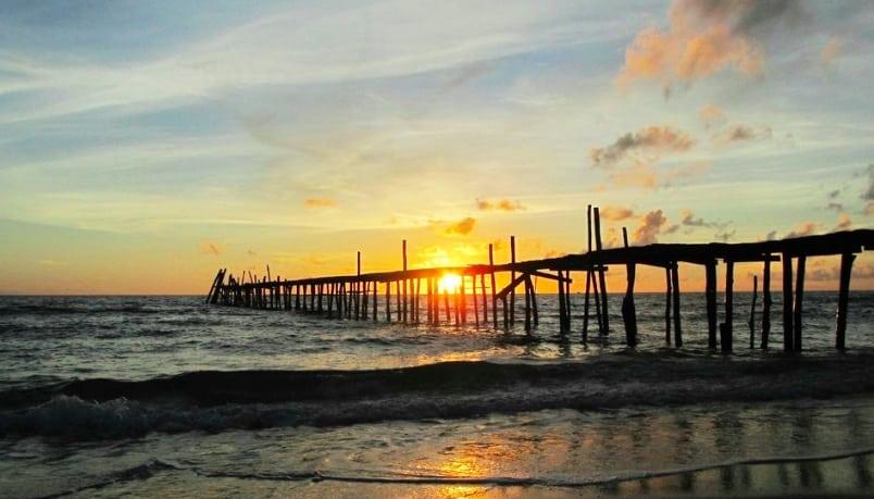 Bãi biển Robinson hoang sơ, có sóng mạnh hơn ở vịnh Saracen.
