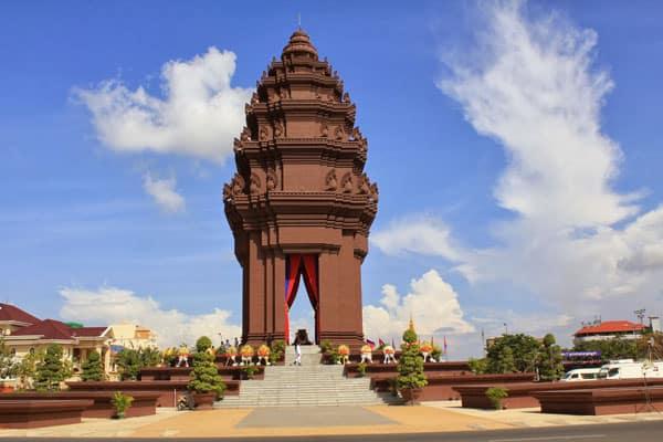 tuong-dai-doc-lap-o-phnom-penh