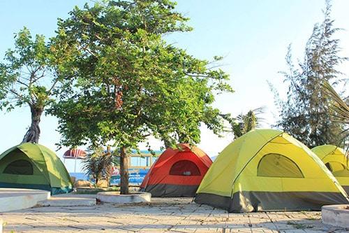 Du khách cắm trại, nướng đồ ăn ở Suối Đá Vũng Tàu