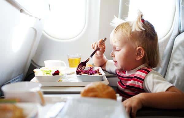 Trẻ-em-dưới-2-tuổi-đi-máy-bay-Vietnam-Airlines-3