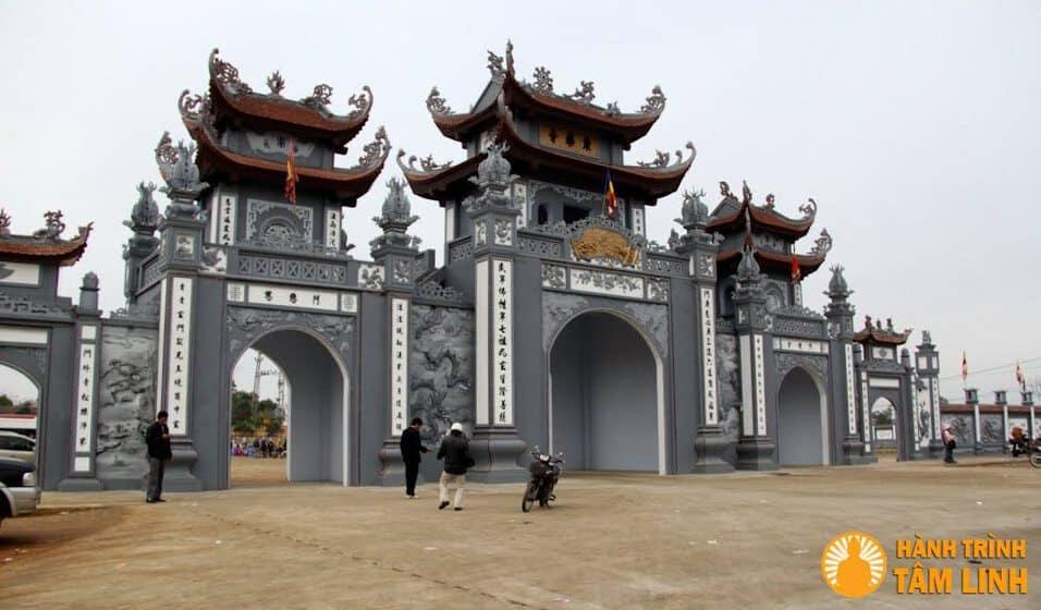 cong-chua-Trinh-chua-Bi-Thuong