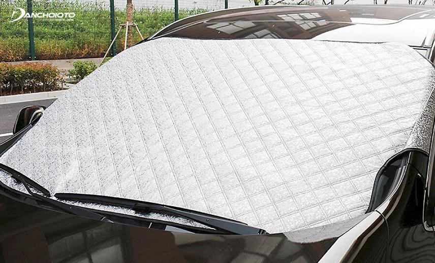 Tấm chắn nắng kính xe hơi được thiết kế nhằm che chắn tốt cho toàn bộ trên bề mặt của kính lái