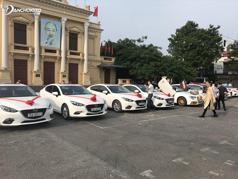 Mazda 3 là một trong những mẫu xe hoa cưới đẹp giá rẻ đáng để lựa chọn