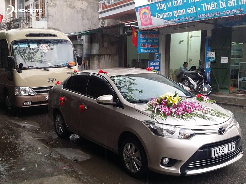 Toyota Vios thường được chọn để làm xe hoa đám cưới