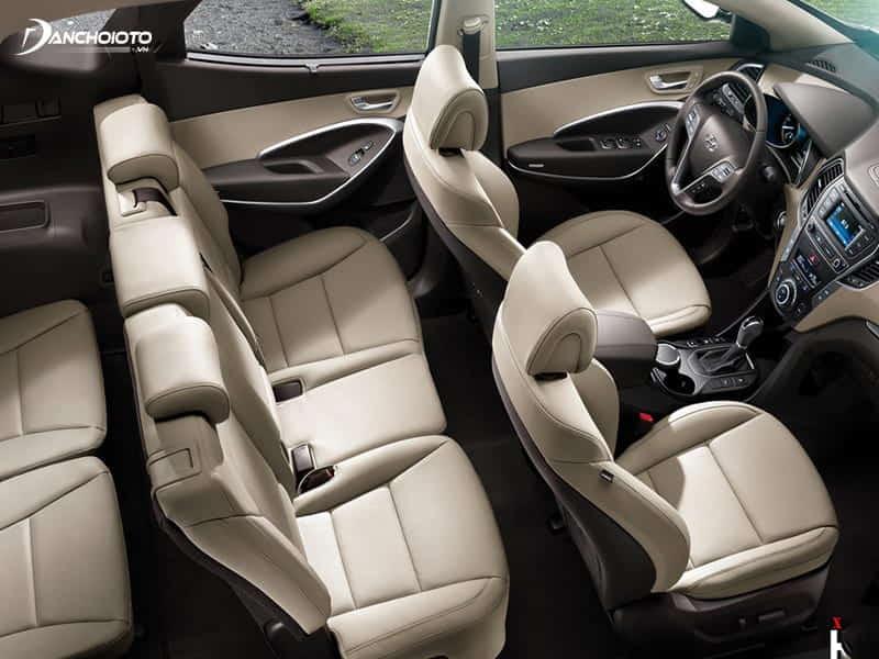 Hyundai SantaFe sở hữu khoang nội thất tiện nghi và rộng rãi