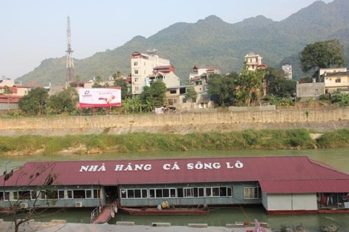 https://www.mercitour.com/images/TOUR/Ha%20Giang/nha-hang-ca-song-lo1.jpg