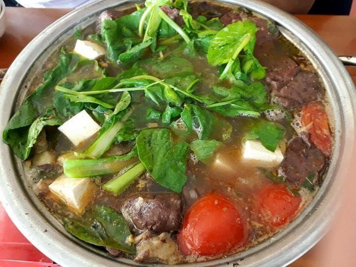 https://www.mercitour.com/images/TOUR/Ha%20Giang/quan-nha-san3.jpg