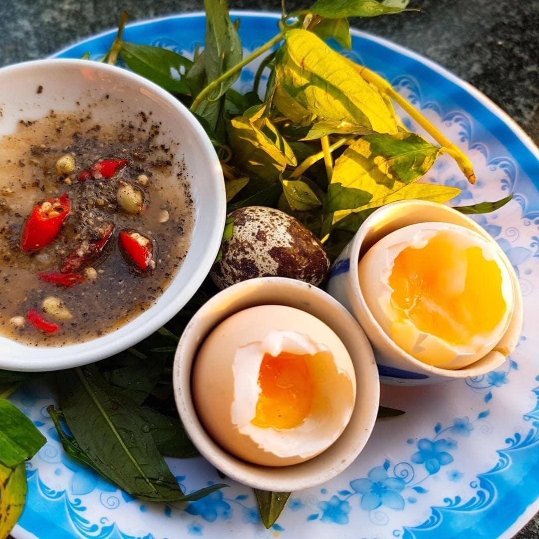 Món trứng gà lòng đào trên núi Viba là món ngon nhất định bạn phải thử 1 lần