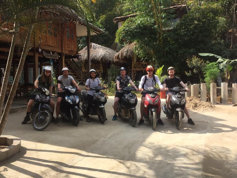 Du khách nước ngoài tại homestay Eco Homestay Mai Châu