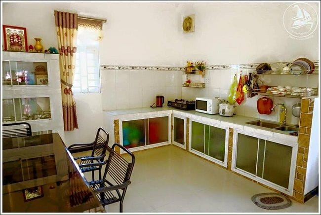 Không gian bếp của Honey Moom Homestay