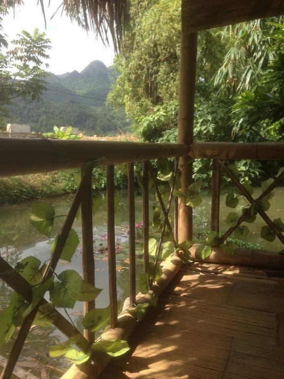 Khuôn viên sân vườn Hung Mai Homestay Mai Châu