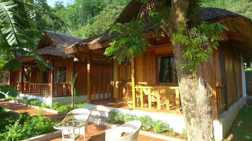 Khuôn viên sân vườn Mai Chau Nature Lodge homestay Mai Châu