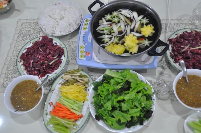 Lẩu bò nhúng mắm ruốc là món ăn đặc trưng của Bình Dương