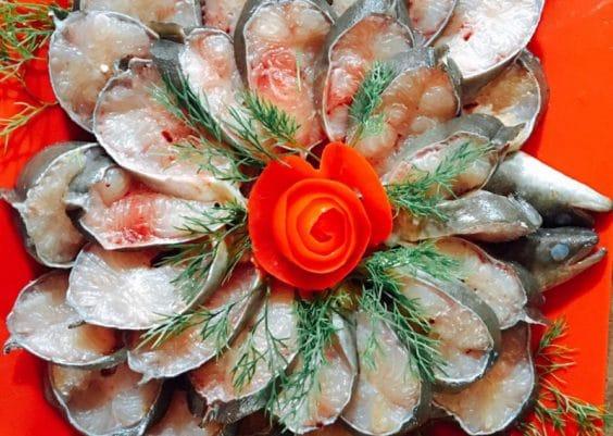 Món cá trình tươi ngon, một trong những đặc sản được đông đảo thực khách yêu thích khi đến nhà hàng