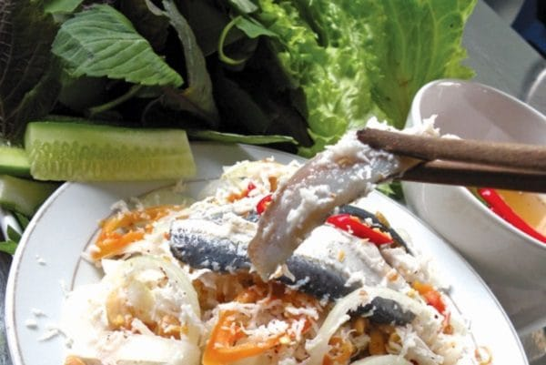 món gỏi cá bỗng Sông Lô