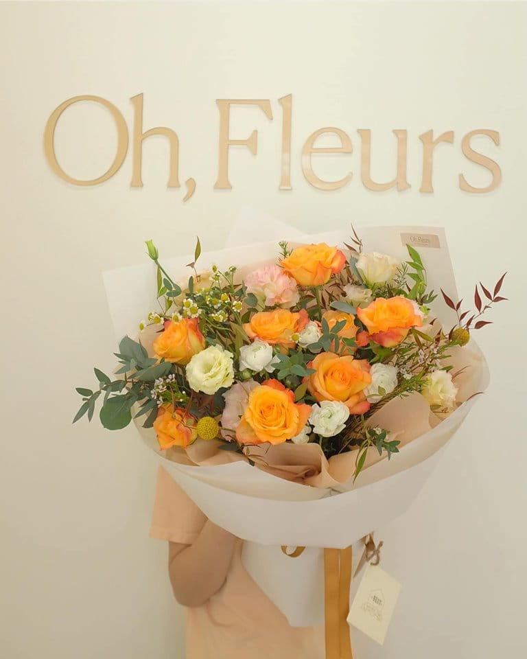 Bó hoa đẹp mắt mới lạ bởi cách bó chẳng giống ai và số lượng có hạn của tiệm Oh, Fleurs