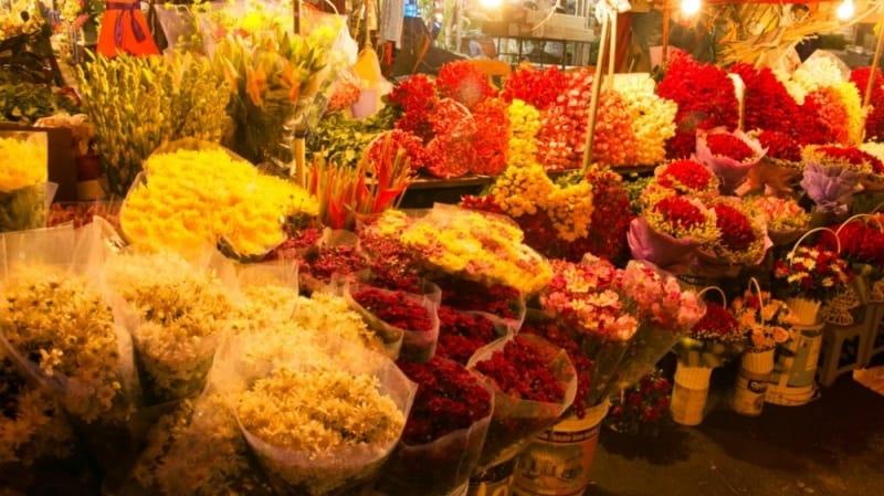 Chợ hoa họp đêm