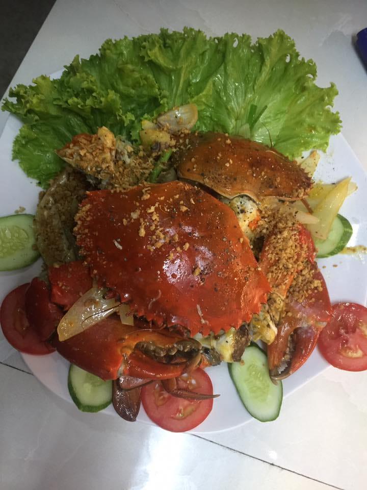 Món ăn làm từ cua của quán hải sản Ốc Đảo